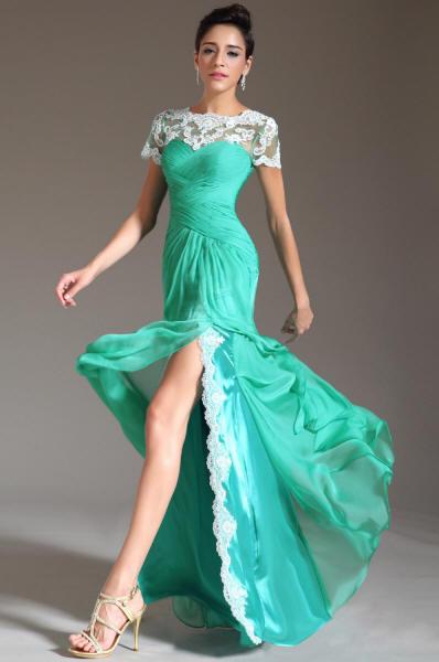 Платье зеленого цвета с кружевом