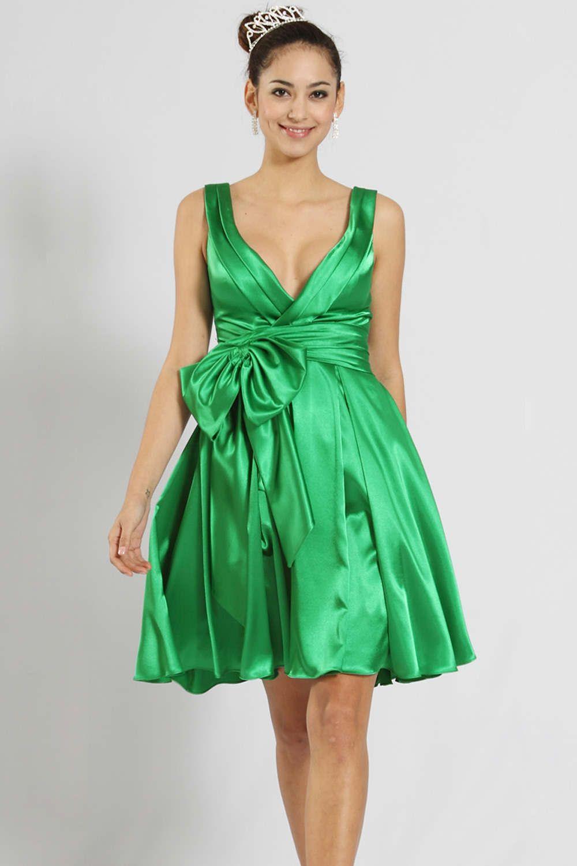 Зеленое вечернее платье: темные и светлые оттенки, макияж
