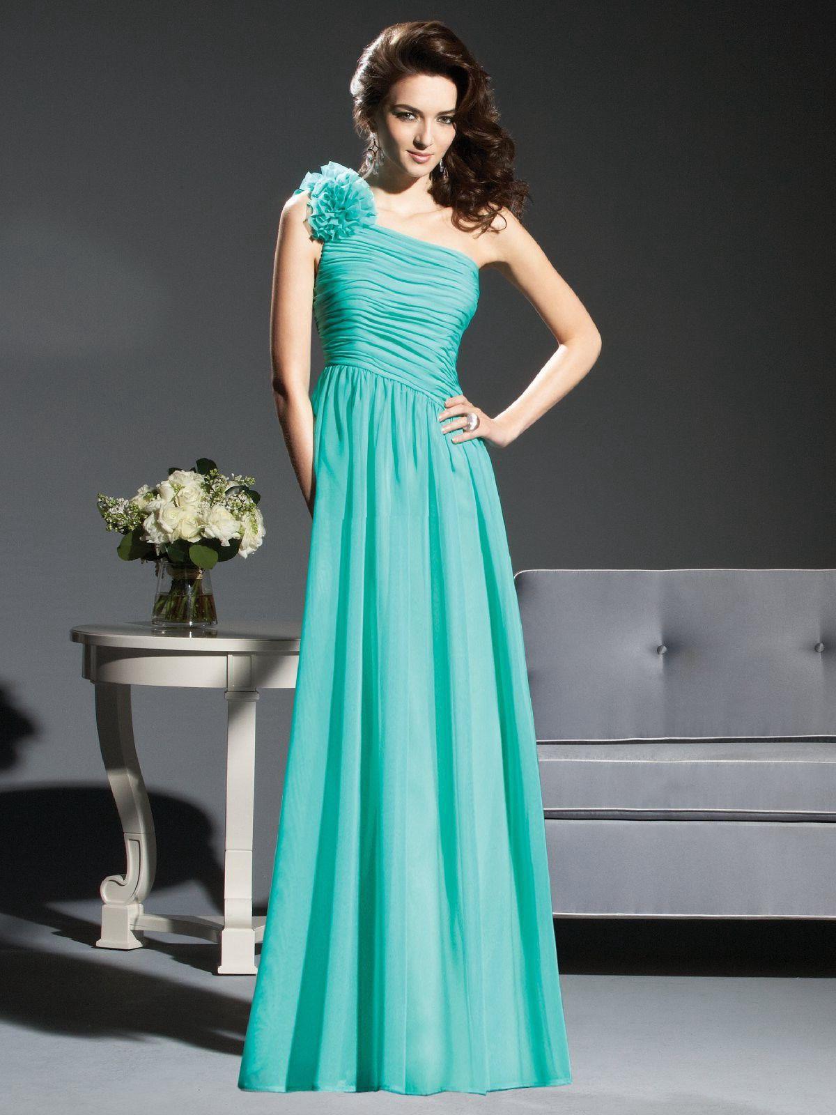 Платье цвета голубой волны